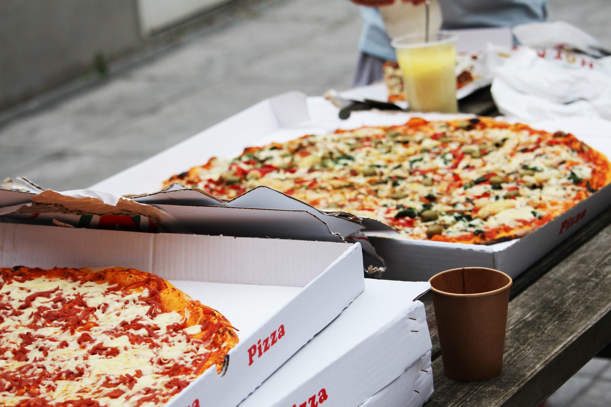 Skal vi fortsat have pizza til gudstjenester?